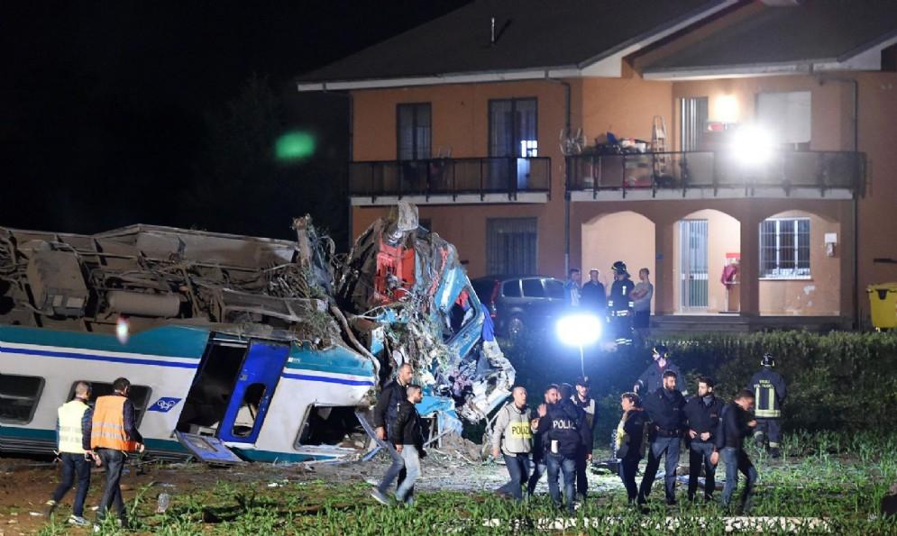 Treno deragliato sulla Torino-Ivrea: le terribili immagini dell'incidente