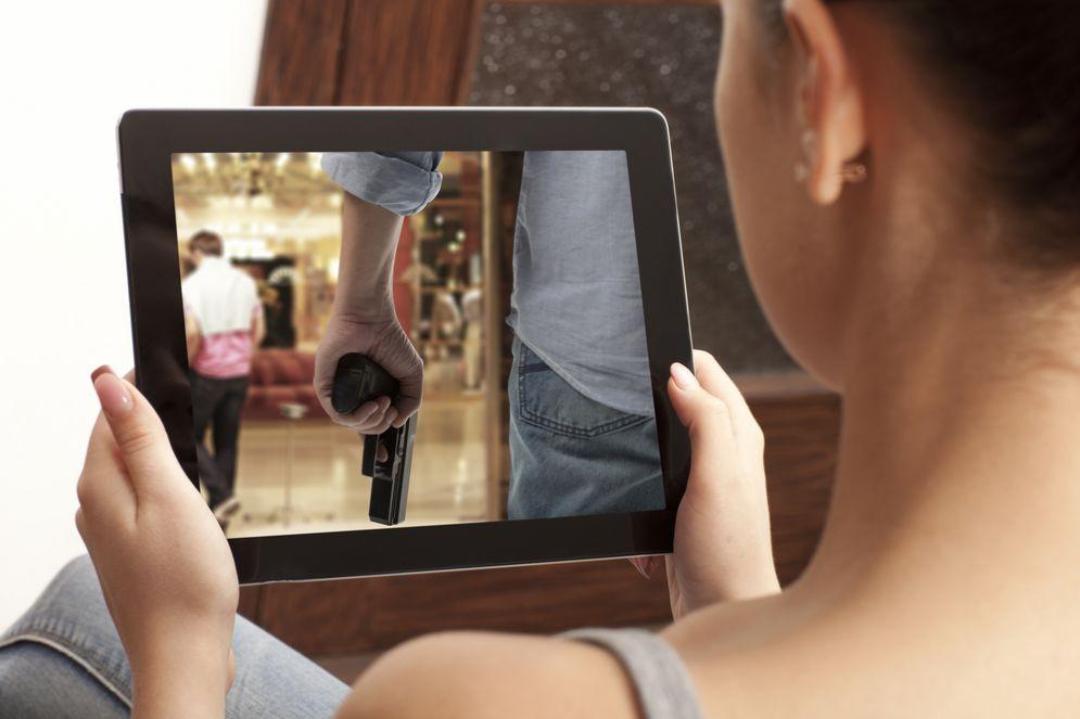 Troppo pc, smartphone e TV: si rischiano malattie cardiache e cancro