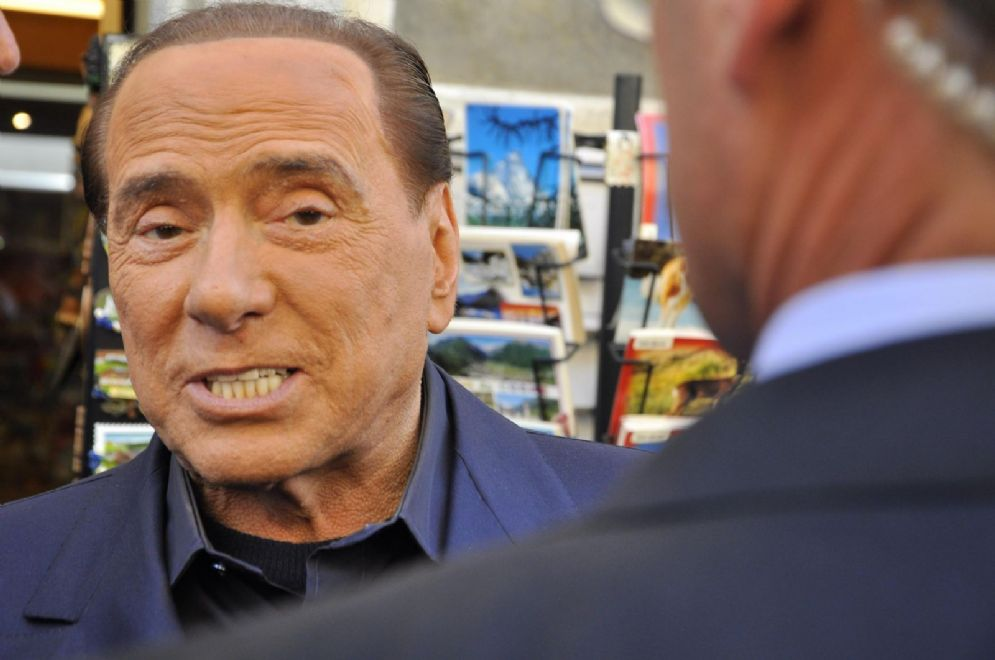 Silvio Berlusconi durante il tour elettorale ad Aosta