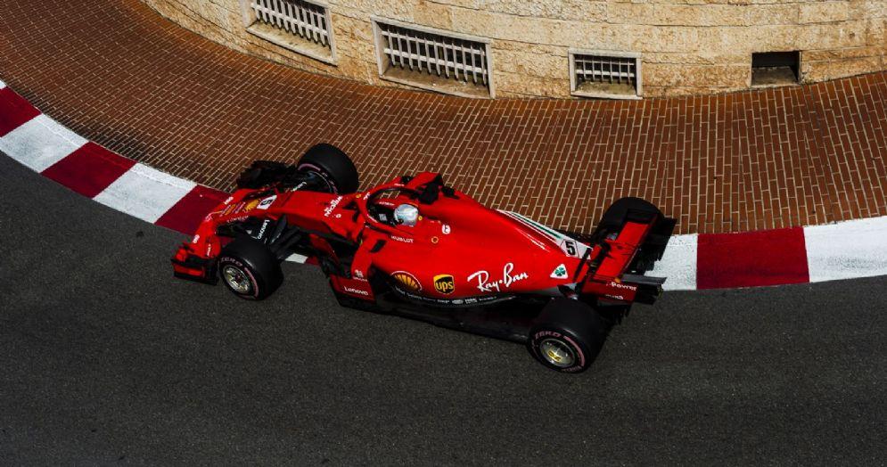 La Ferrari di Sebastian Vettel in pista durante le prove libere del GP di Montecarlo di F1