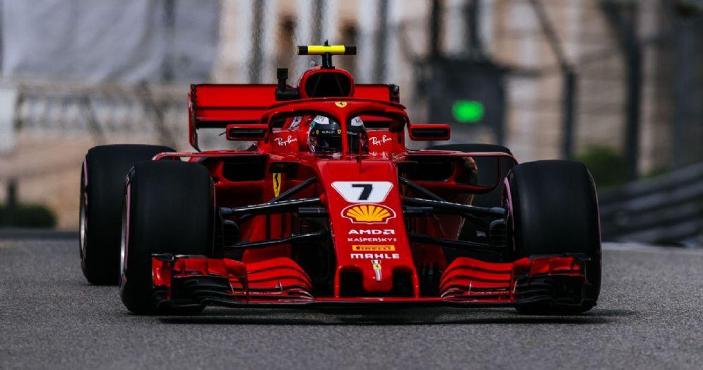 La Ferrari di Kimi Raikkonen in azione durante le prove libere del Gran Premio di Montecarlo di F1
