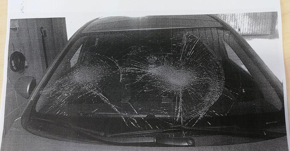 Una delle auto vandalizzate