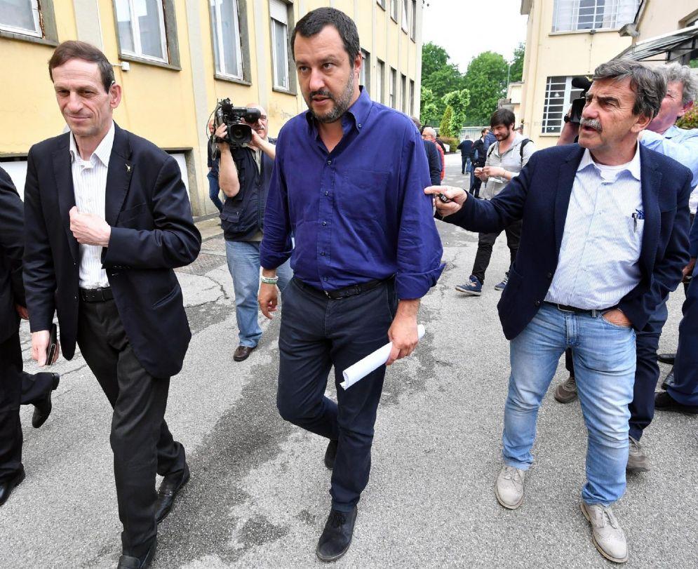 Il leader della Lega Matteo Salvini in via Bellerio a Milano