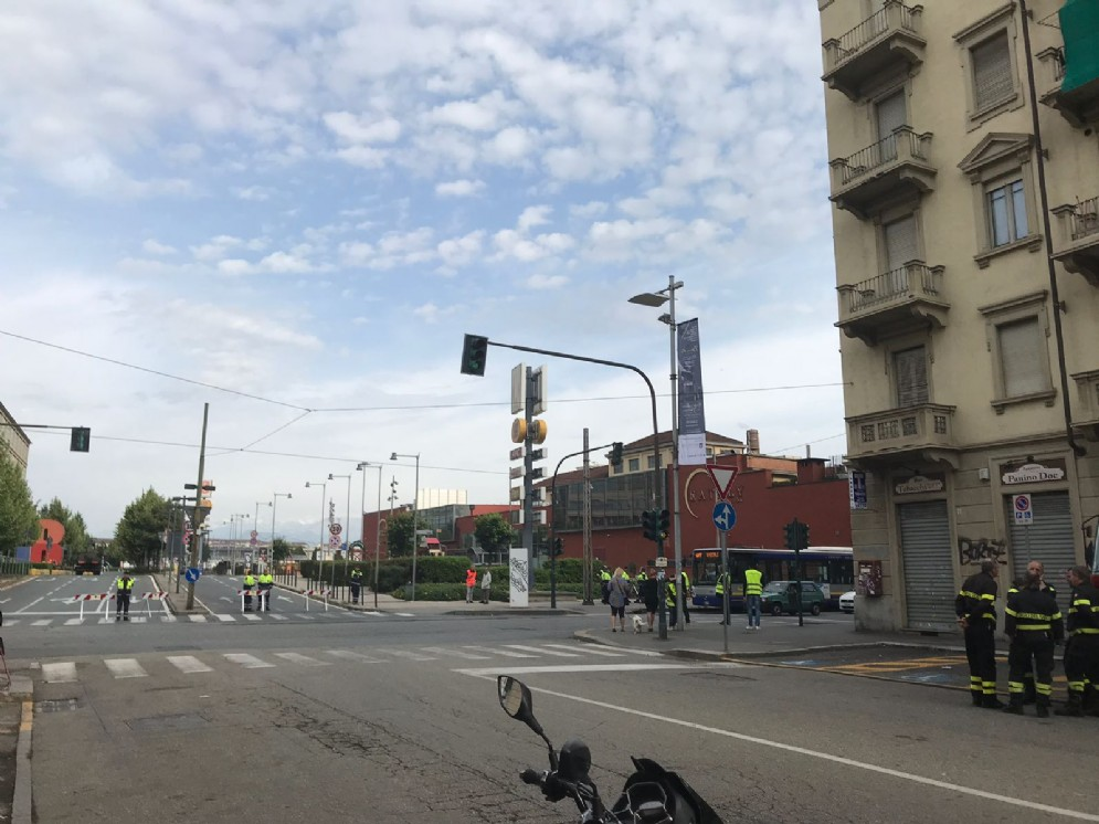 Va Nizza angolo via Biglieri, punto di ritrovo per i residenti da evacuare