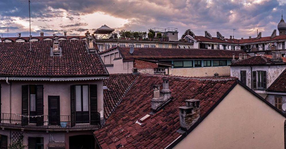 Ladro scappa sui tetti a Torino