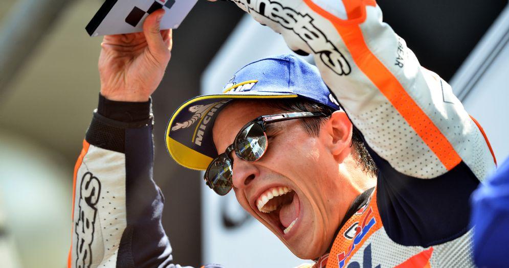 Marc Marquez sul gradino più alto del podio dell'ultimo GP di Francia di MotoGP a Le Mans