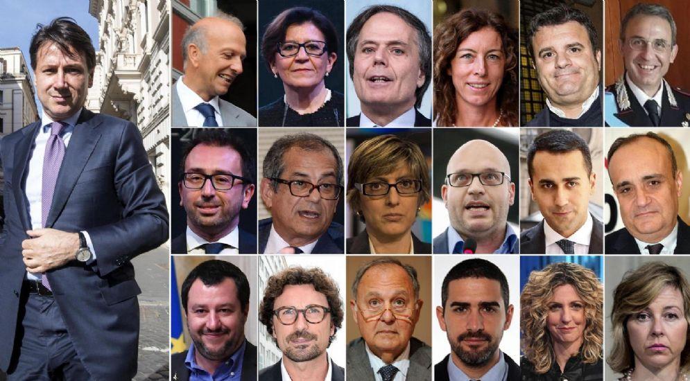 Il neopremier Giuseppe Conte con la sua squadra di ministri
