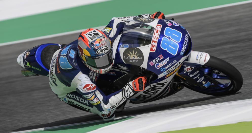 Jorge Martin in sella alla Honda del team Gresini Moto3 nelle prove libere al Mugello