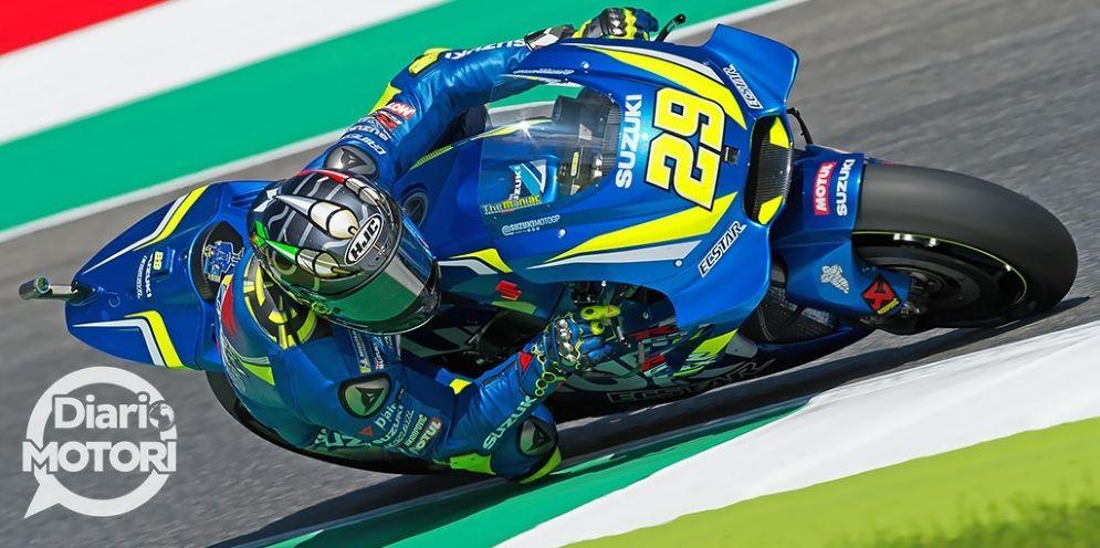 Andrea Iannone in sella alla sua Suzuki nelle qualifiche del GP del Mugello di MotoGP