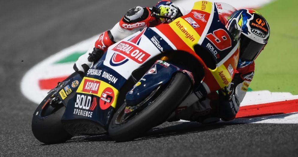 Jorge Navarro in sella alla moto del team Gresini Moto2 nelle qualifiche del GP del Mugello