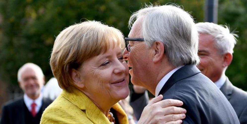 Angela Merkel con Jean Claude Juncker