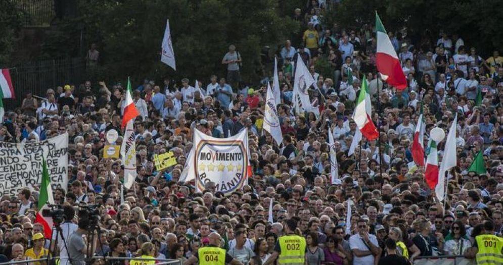 Una veduta di Piazza Bocca della Verità a Roma durante la manifestazione del Movimento 5 Stelle