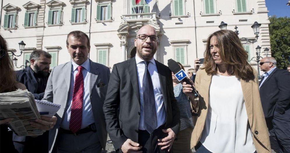 Il ministro della Famiglia e Disabilità Lorenzo Fontana all'esterno del Quirinale