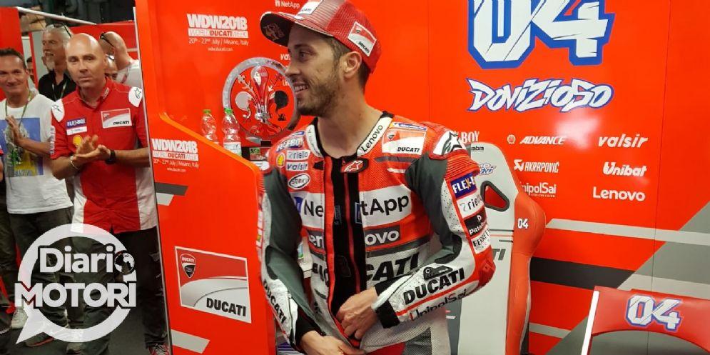 Andrea Dovizioso sorride ai box della Ducati dopo il GP del Mugello di MotoGP