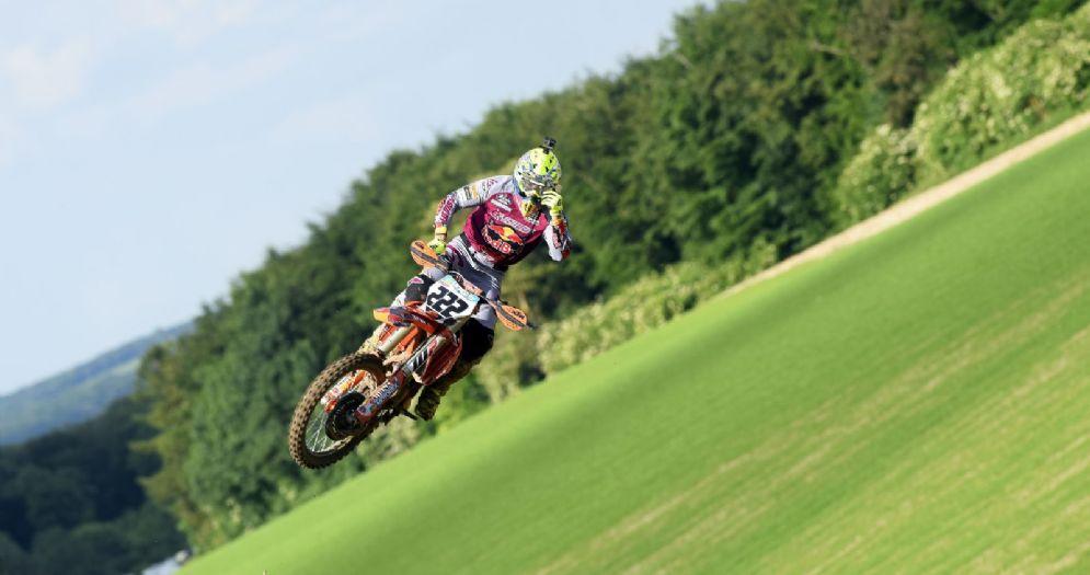Tony Cairoli in sella alla sua Ktm durante il GP di Gran Bretagna del Mondiale Motocross MxGP