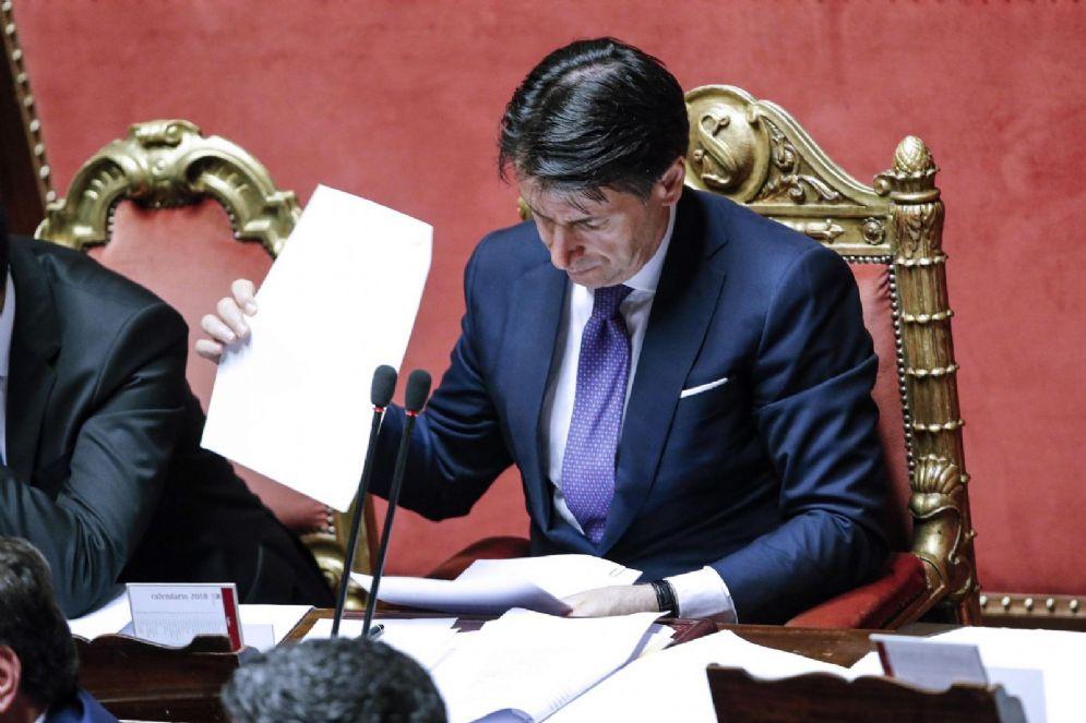 Il presidente del Consiglio Giuseppe Conte nell'Aula del Senato durante il dibattito sulla fiducia al governo