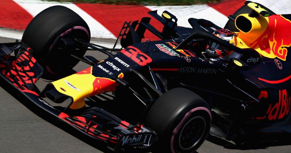 La Red Bull di Max Verstappen in pista durante la prima sessione di prove libere del GP del Canada di F1 a Montreal