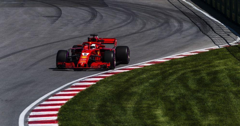 La Ferrari di Sebastian Vettel in pista durante le prove libere del GP del Canada di F1 a Melbourne