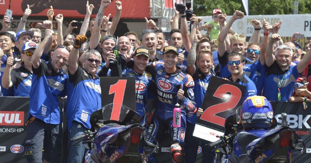 La Yamaha festeggia la doppietta di Alex Lowes e Michael van der Mark in gara-2 della Superbike a Brno