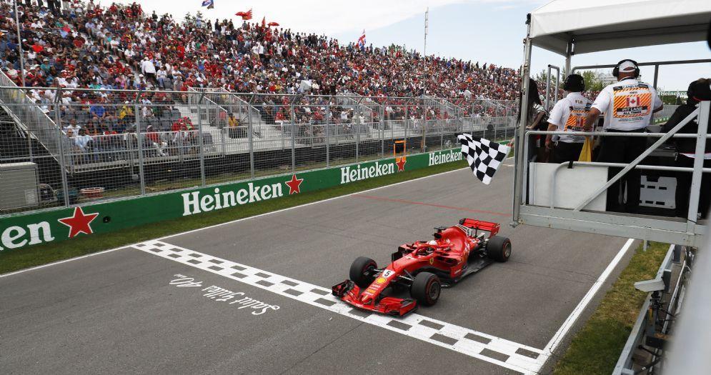 Sebastian Vettel su Ferrari taglia il traguardo vincitore del GP del Canada di F1 a Montreal
