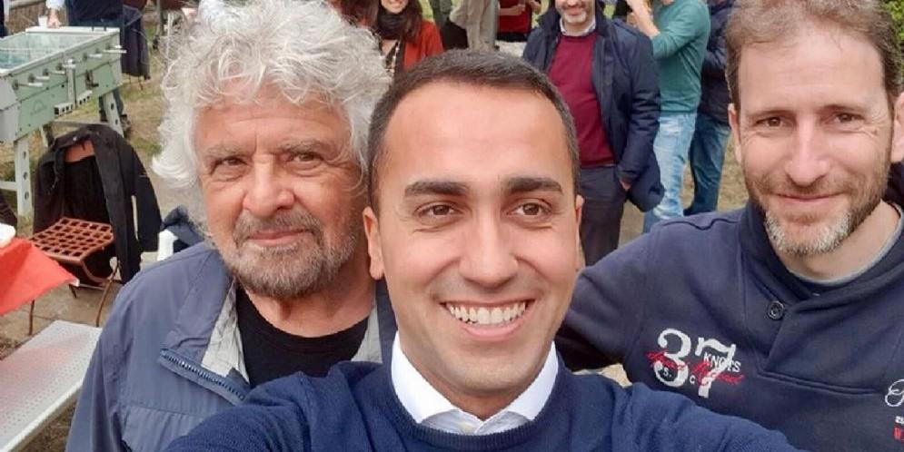 Luigi Di Maio con Beppe Grillo e Davide Casaleggio a Ivrea