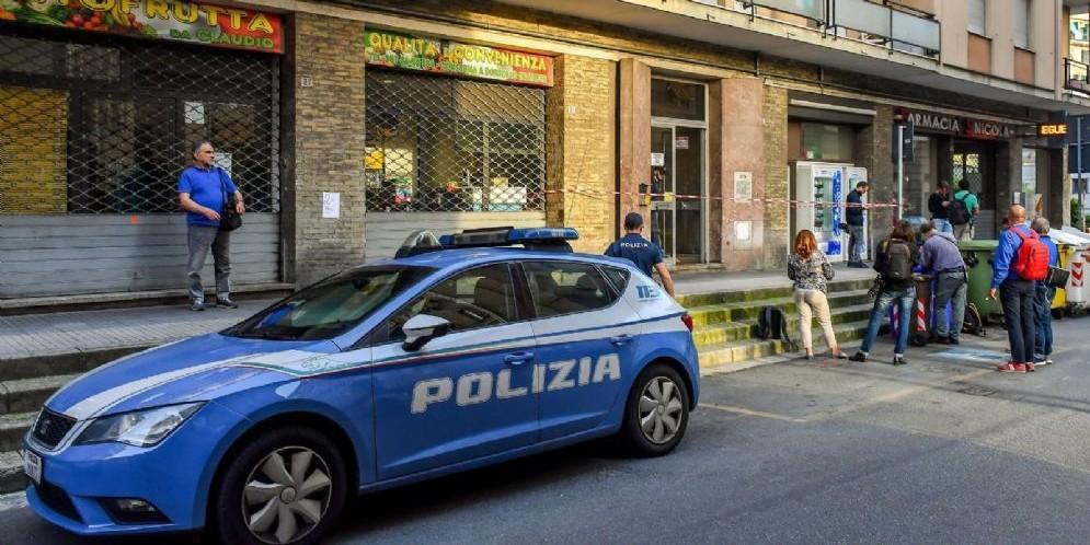 Polizia e inquirenti sul luogo del dramma