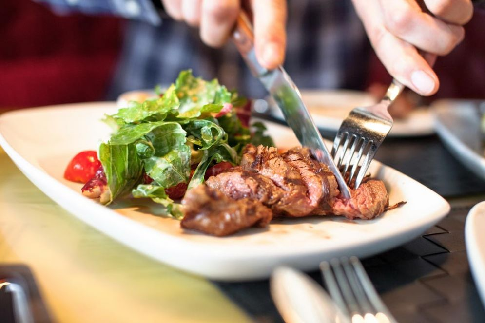 Sulle tavole degli italiani torna la carne