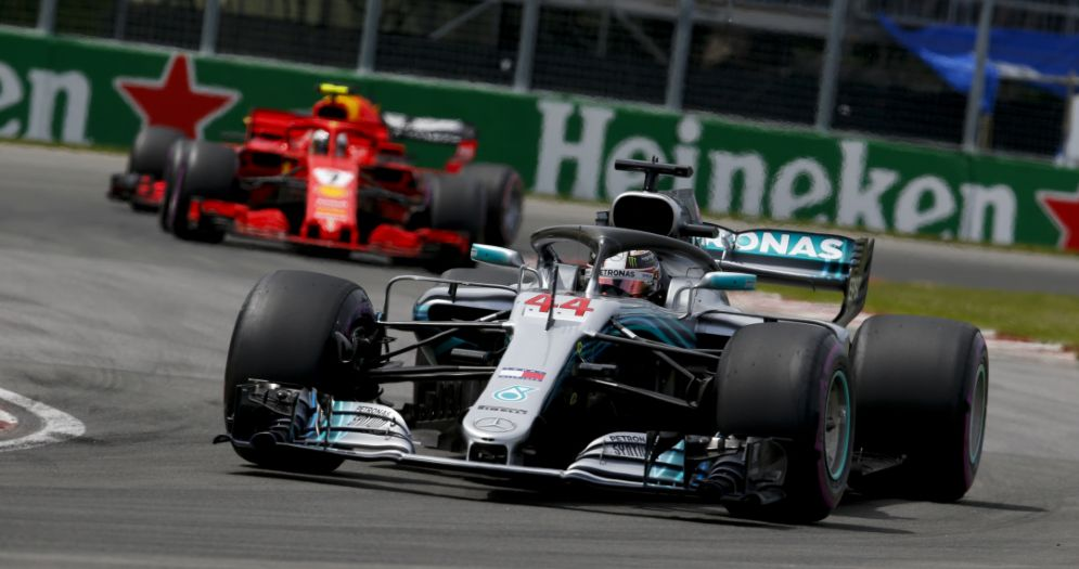 La Mercedes di Lewis Hamilton davanti alla Ferrari di Kimi Raikkonen durante il GP del Canada di F1 a Montreal