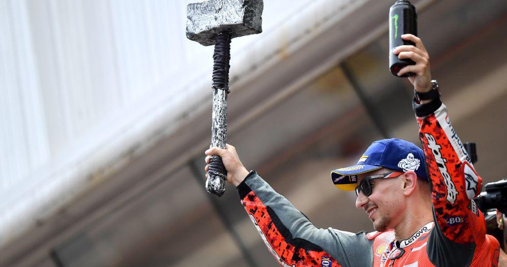 Jorge Lorenzo sul gradino più alto del podio del GP di Catalogna di MotoGP a Barcellona