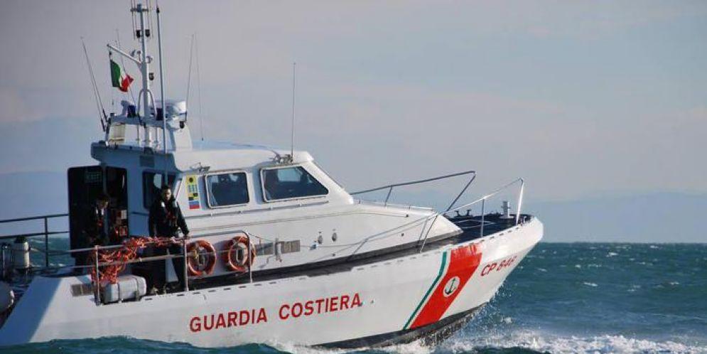 La donna è stata recuperata dalla Guardia Costiera