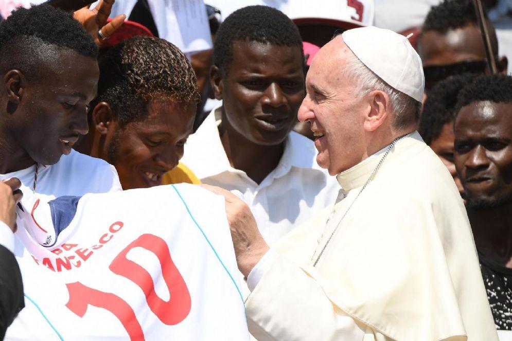 Papa Francesco con i migranti a San Pietro