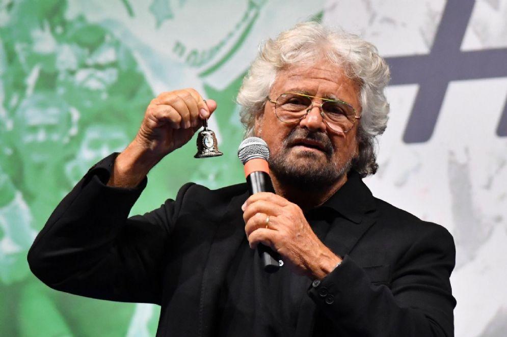 Beppe Grillo durante il suo intervento dal palco della festa M5S a Roma