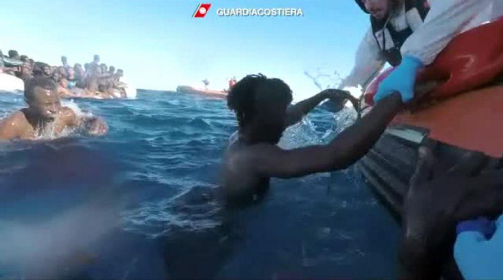 Un fermo immagine tratto da un video della Guardia Costiera