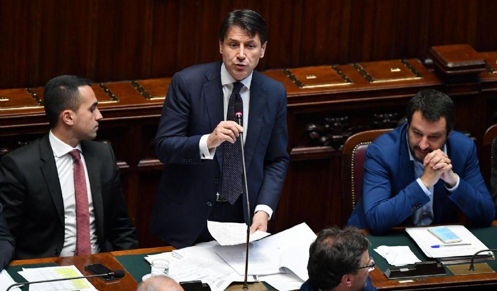 Il presidente del Consiglio, Giuseppe Conte, con i vicepremier Matteo Salvini e Luigi Di Maio