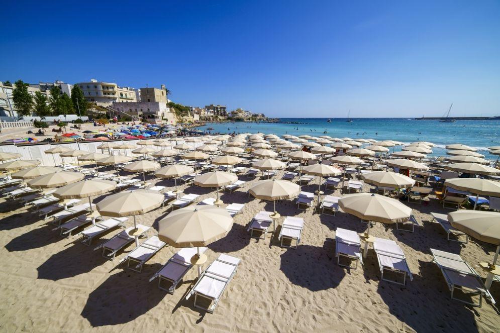 Due giovani torinesi inventano l'app per prenotare l'ombrellone al mare
