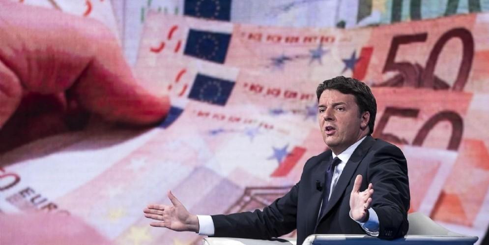 L'ex segretario del Pd Matteo Renzi a Porta a Porta quando parlava del decreto salva-banche