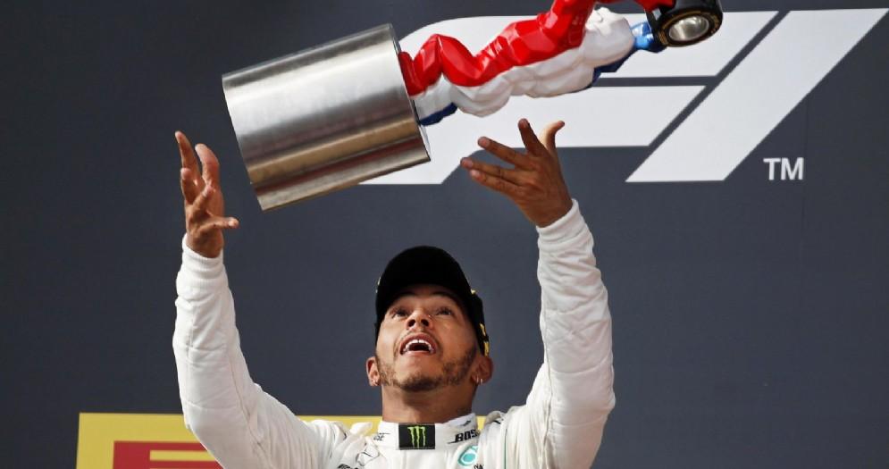 Lewis Hamilton sul gradino più alto del podio del GP di Francia di F1 al Paul Ricard