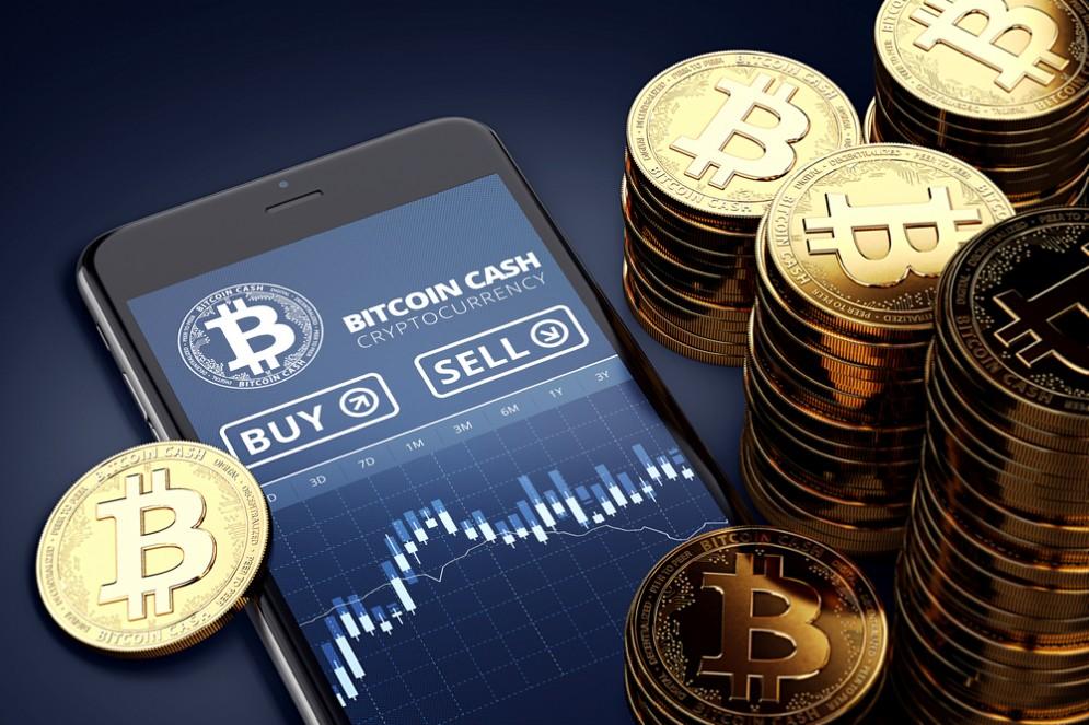 Bitcoin scende ai minimi storici