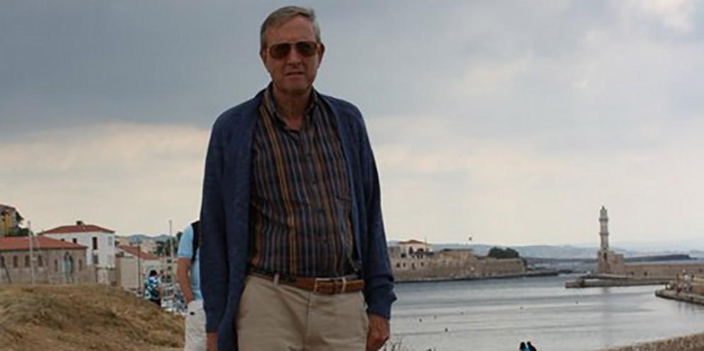 Muore in Grecia durante la vacanza: fatale un malore in acqua