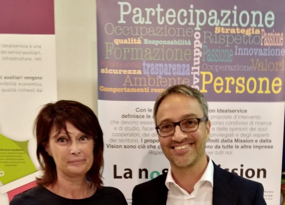 L' assessore regionale al Lavoro, Alessia Rosolen e il vicepresidente di Idealservice, Marco Riboli