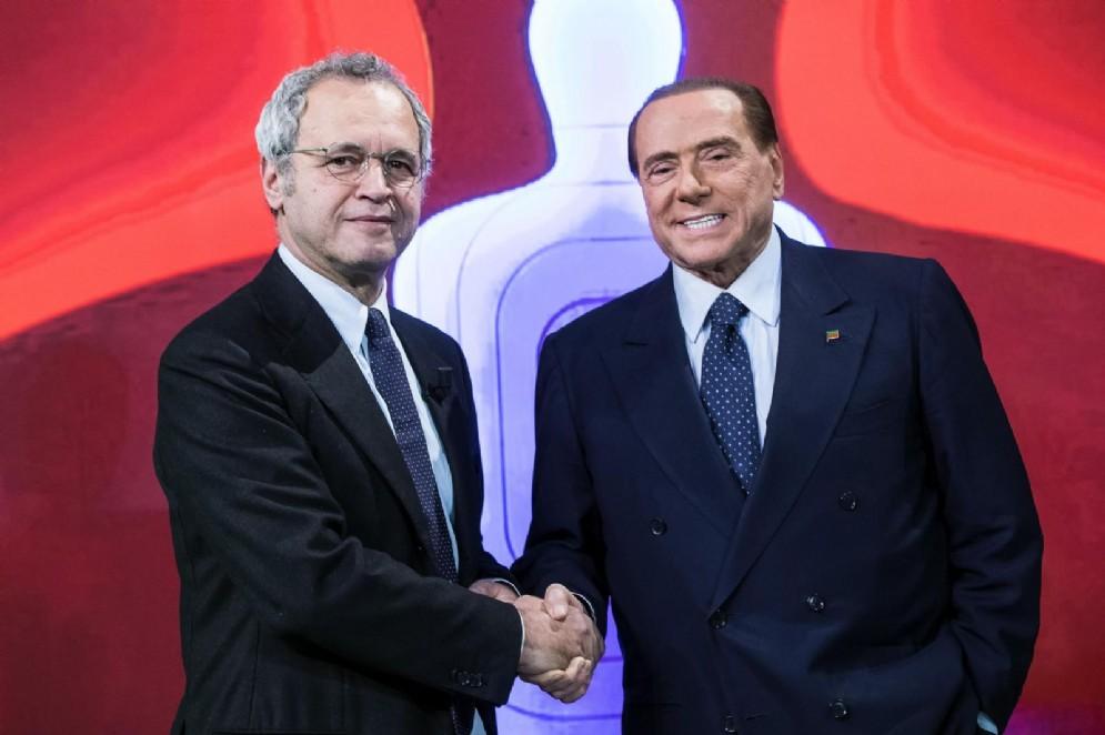 Silvio Berlusconi ed Enrico Mentana negli studi di La7