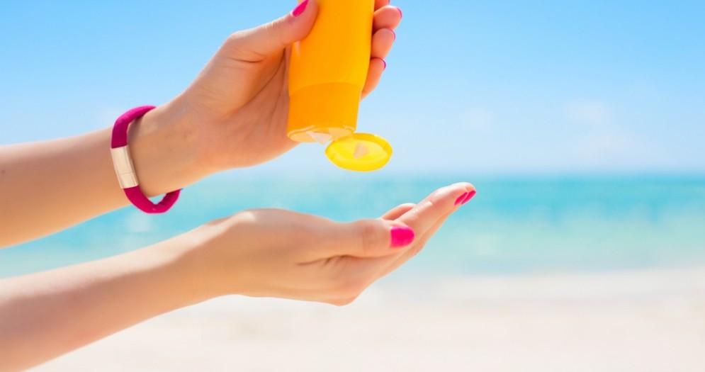 Come capire quando è arrivato il momento di non usare più la crema solare