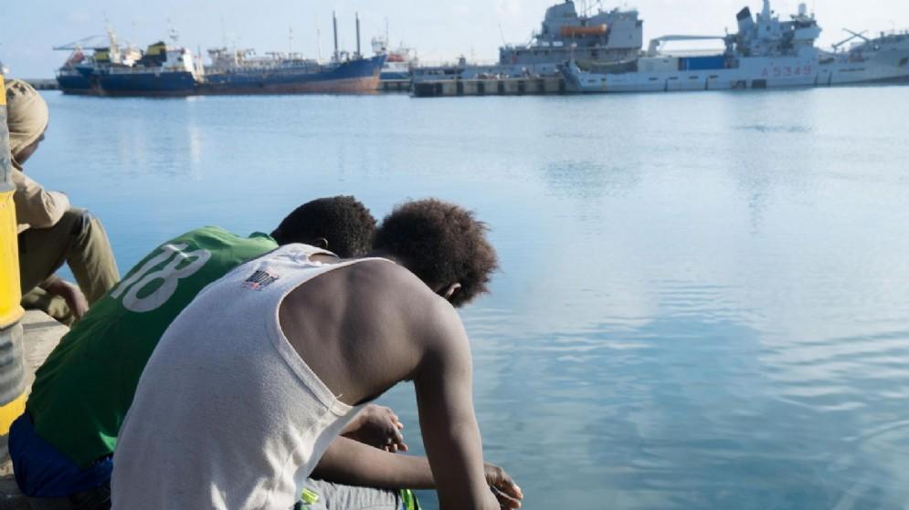 Migranti in uno dei centri di accoglienza libici per la lotta contro l'immigrazione clandestina