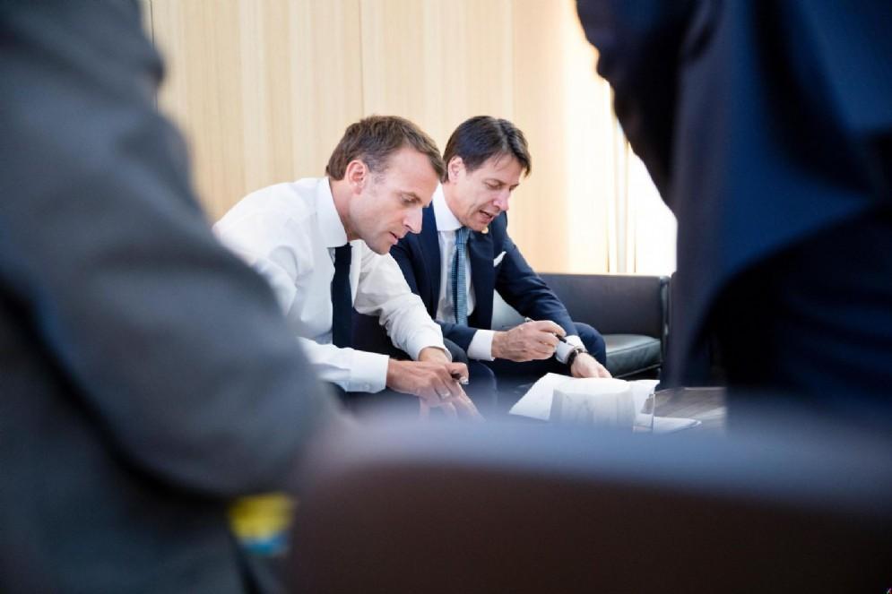Il presidente francese, Emmanuel Macron, e il presidente del Consiglio Giuseppe Conte a Bruxelles