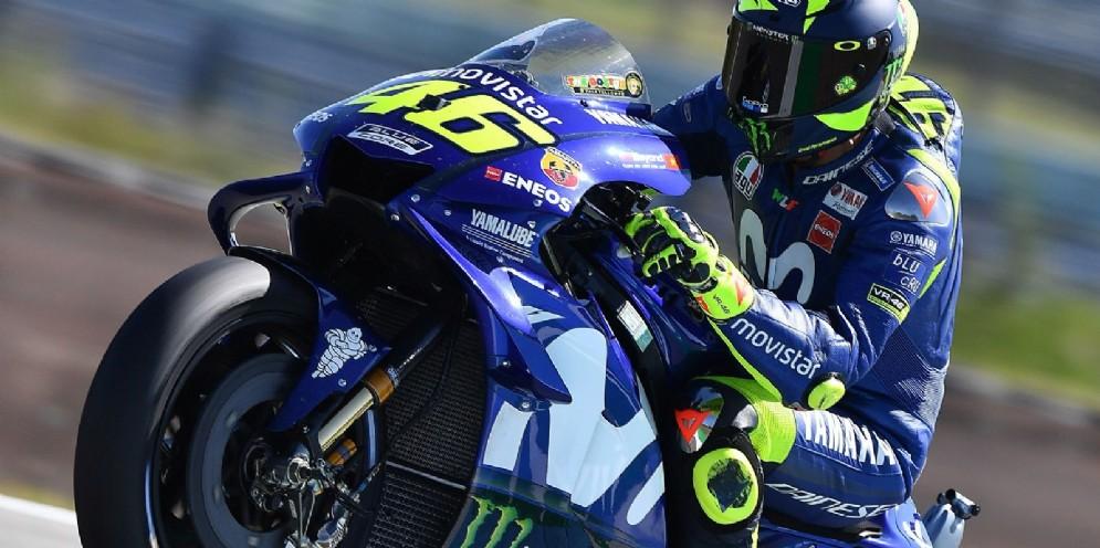 Valentino Rossi in sella alla Yamaha nelle prove libere del GP d'Olanda di MotoGP ad Assen