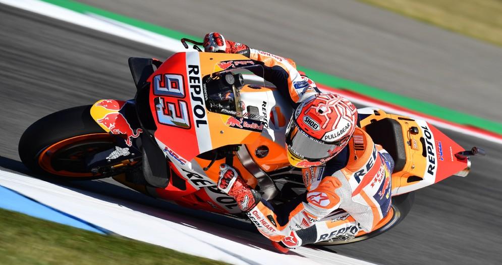 Marc Marquez in sella alla sua Honda durante le prove del GP d'Olanda di MotoGP ad Assen