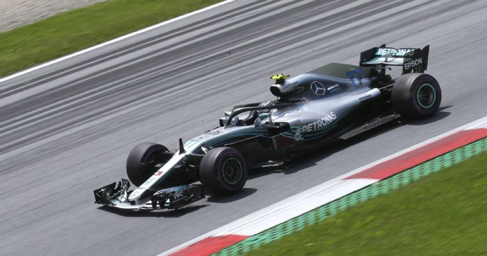 Valtteri Bottas in pista con la Mercedes nelle prove del GP d'Austria di F1 allo Spielberg