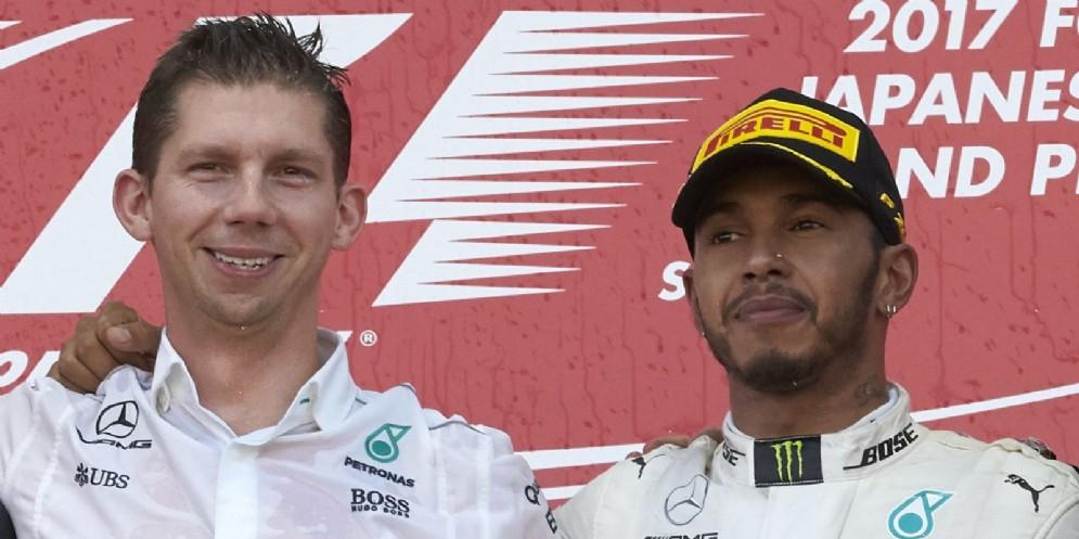 Lo stratega della Mercedes, James Vowles, con Lewis Hamilton