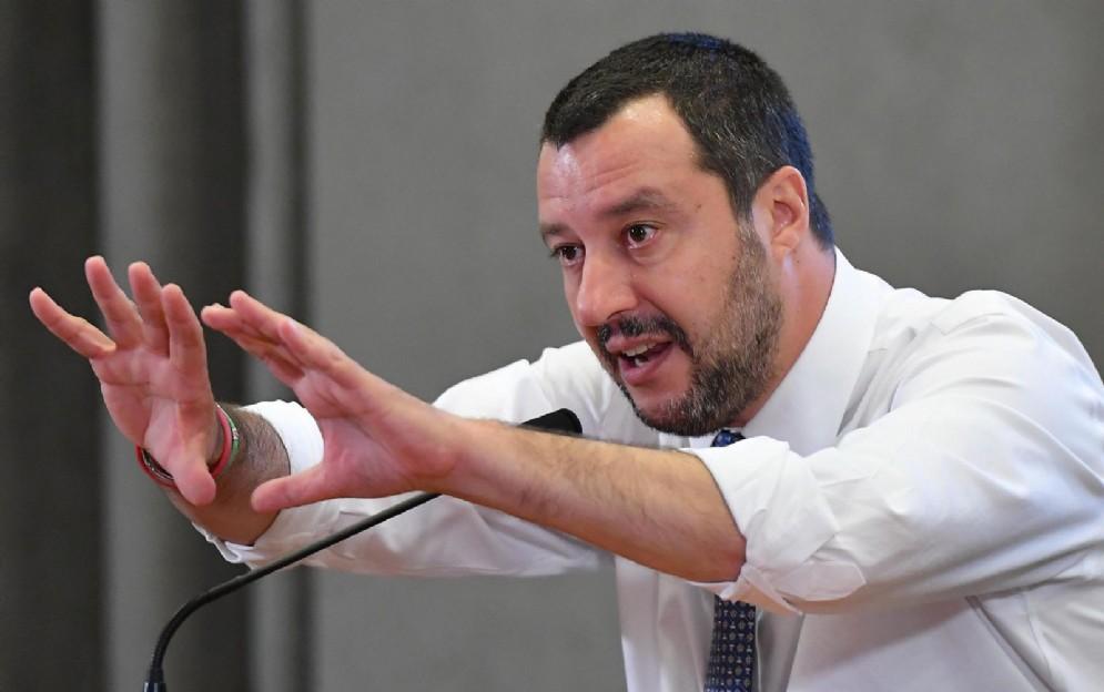 Matteo Salvini durante una conferenza stampa al Viminale