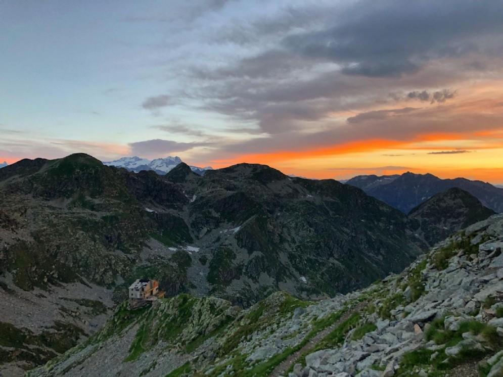 L'anticima del Mucrone e sullo sfondo il Monte Rosa